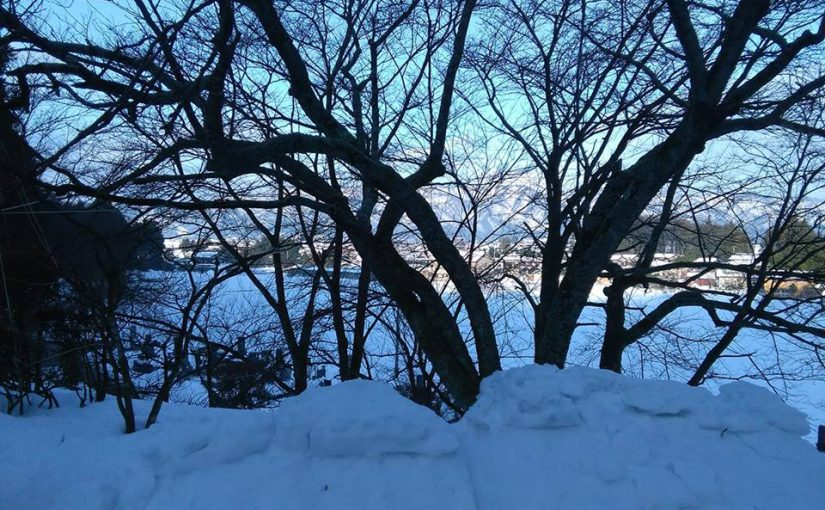 1月13日 正月以来初めての快晴、黎明と言える朝を迎えました。 「遠く遠く鳥飛んで行く山々の雪。」