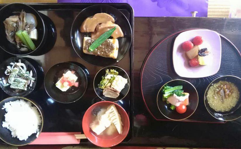 4月28日 今日の定位置❗ 会席お膳とお茶席があります。 ー新潟村上普済寺ー