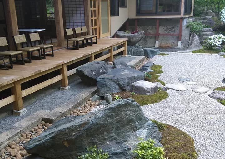 5月18日 今朝二時間この辺りの草取り❗ー新潟村上 普済寺ー