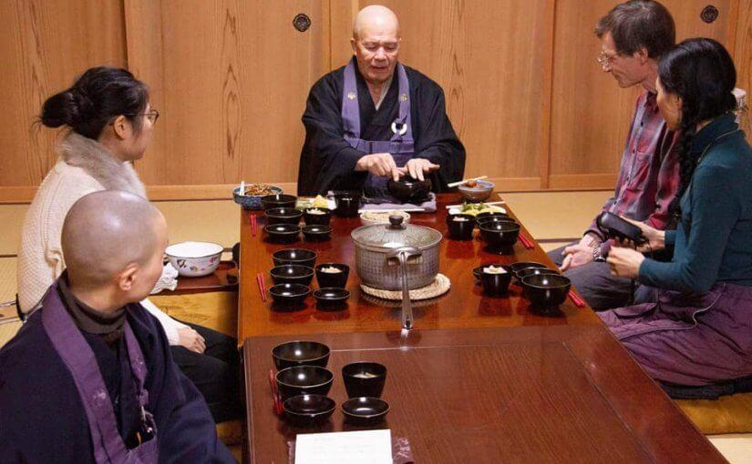 1月25日 今日午後1時から8時まで某大学の教授ご夫妻(奥様は通訳)が坐禅と精進料理について取材に来られました。