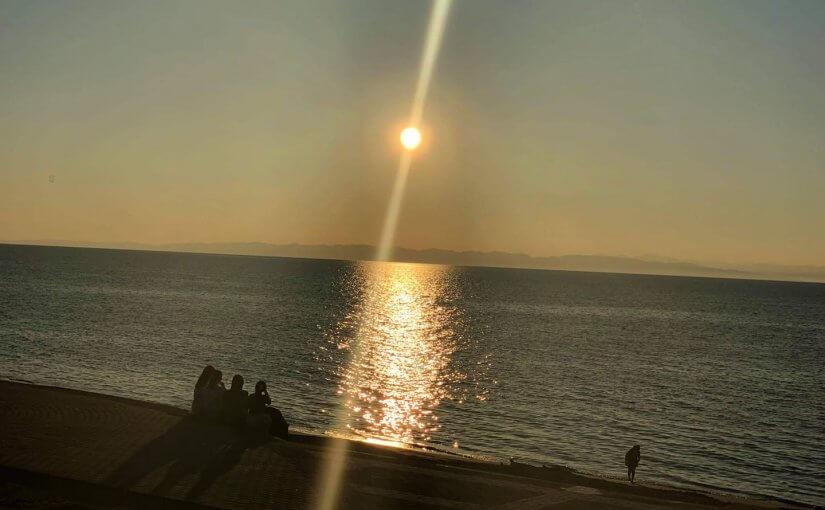 8月19日 夕方 所用で新潟へ 向こうは佐渡よ。 新潟市小針浜と云う所です。