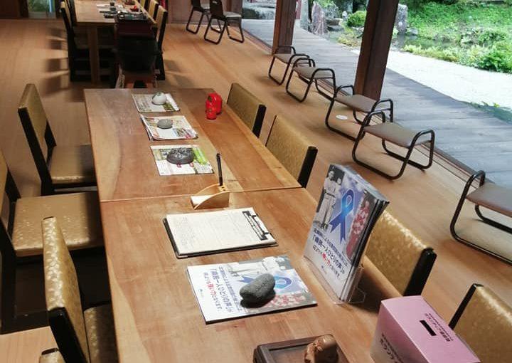 8月25日 村上市は昨夜から今朝は雨でしたが今は曇りです。団参(だんさん団体で参拝観覧に訪れること)昨日かと準備してましたが本日でした。坐禅体験も組み入れて見ましょう。29日にも2組に分かれてあるそうです。